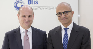 Otis President, Philippe Delpech (left), with Microsoft CEO, Satya Nadella (right), at Hannover Messe. Quelle: EQS Group AG/DGAP