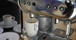 Unternehmen profitieren von kommunikativen Kaffeepausen am Morgen