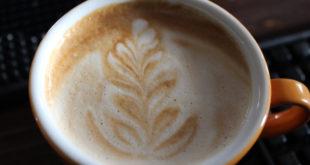 Kaffee gehört für viele zu den beliebtesten Getränken. Am umweltfreundlichsten ist der Genuss aus Kaffeetassen.