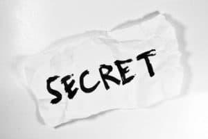 Betriebsgeheimnisse müssen von den Mitarbeitern bewahrt werden.