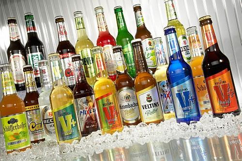 Veltins bietet eine große Palette an Biermixgetränken. (Foto: obs - Veltins Brauerei Sauerland)