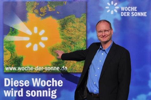 Sonnige Aussichten für Deutschland: Meteorologe und Klimaexperte Sven Plöger eröffnet die weltweit größte Solarkampagne Woche der Sonne bis zum 17. Mai 2009 mit 5000 Veranstaltungen in ganz Deutschland. (Foto: epr/BSW)